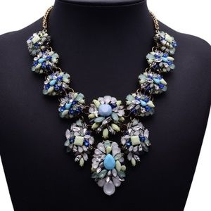 Jewelry - Chunky blue pastel crystal statement necklace